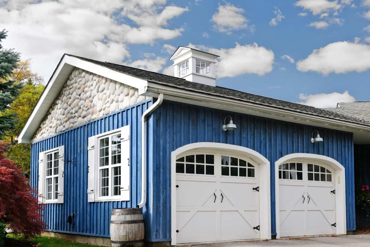 What is a Detached Garage?